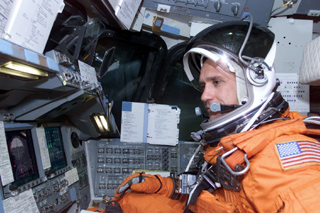 astronaut oefelein in the cockpit